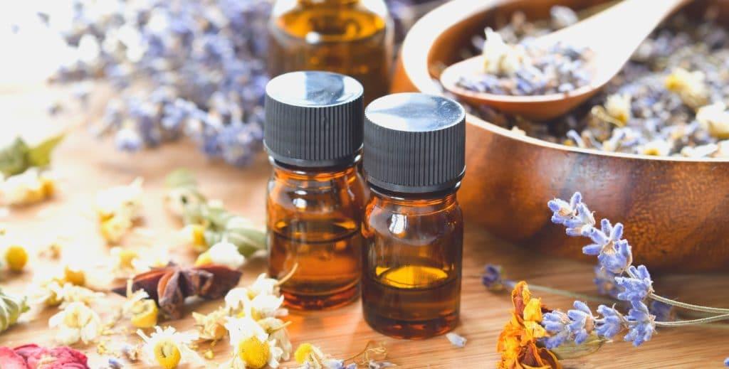 bien utiliser les huiles essentielles pour prendre soin de sa peau